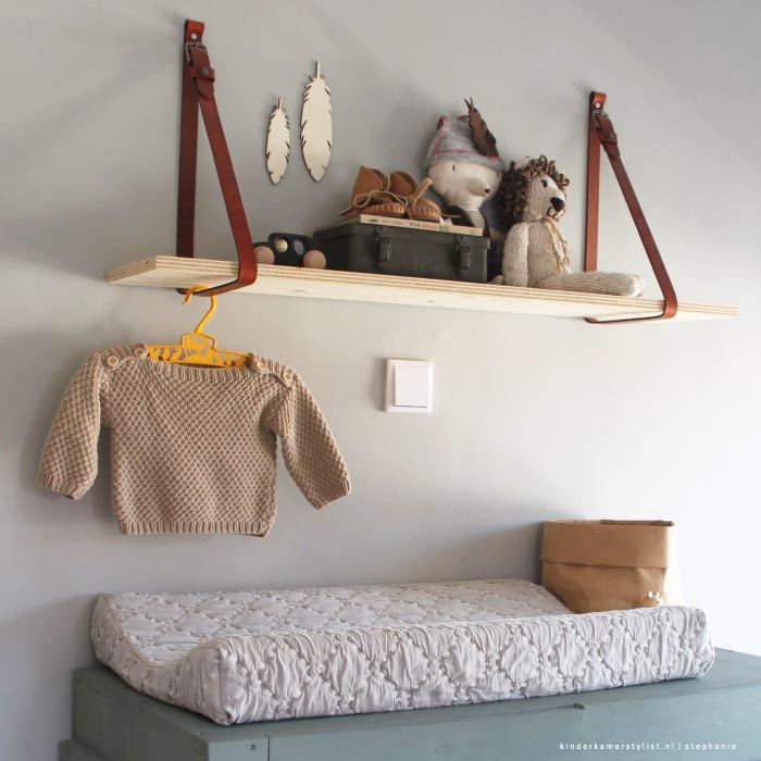 Kinderkamer decoratie hout wandplank zelf maken for Muurdecoratie babykamer